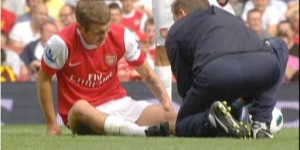 Wilshere with medic 2
