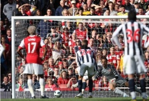 Almunia saves West Brom penalty